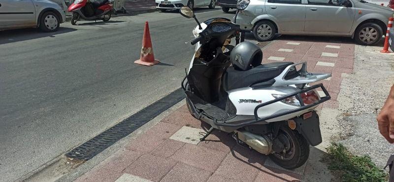 Otomobille çarpışan motosiklet sürücüsü yaralandı