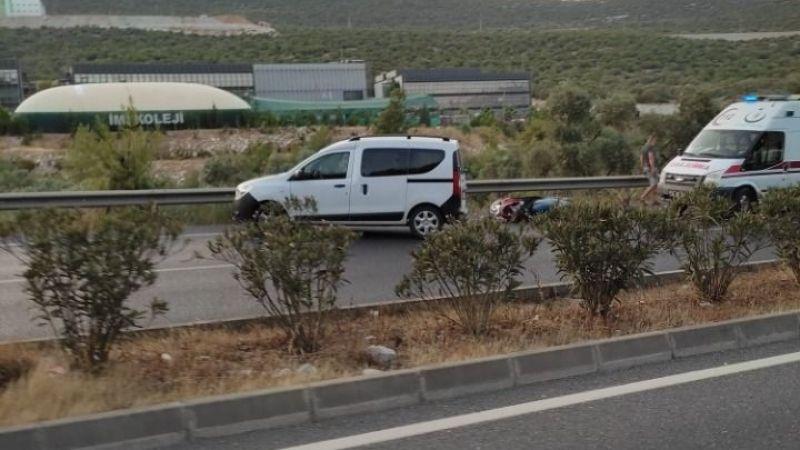 Seyir halindeki motosiklet devrildi, 1'i ağır 2 yaralı..