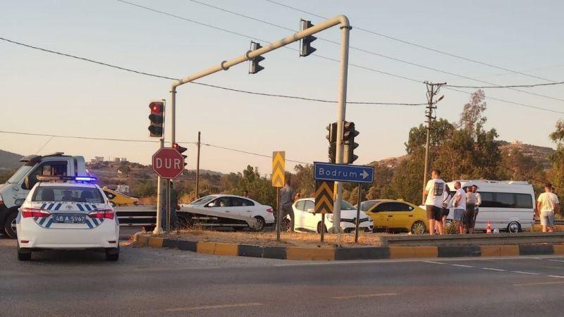 Dörttepe kavşağında kaza: 1'i çocuk, 3 yaralı