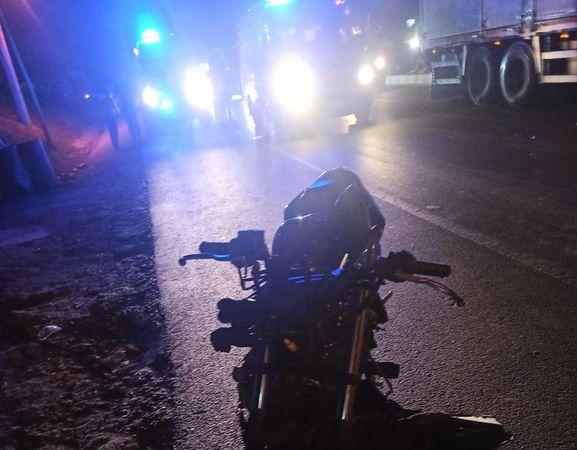 Motosikletin çarptığı genç öldü: 3 yaralı