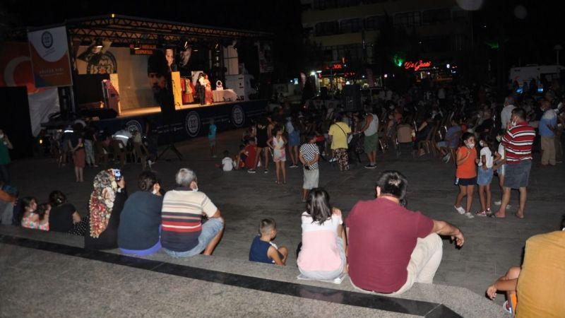 Hisseli Harikalar Kumpanyası Milas'ta sahnelendi