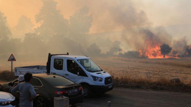 Yangın sebebiyle mahalle sakinleri tahliye edildi