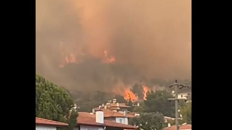 Gözdekent Sitesi yanıyor