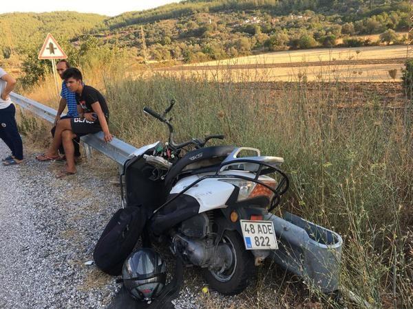 Motosikletli ata çarptı