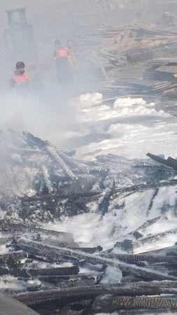 Milas'ta kereste deposunda yangın