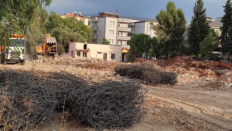 Fatih İlköğretim Okulu'nda yıkım başladı