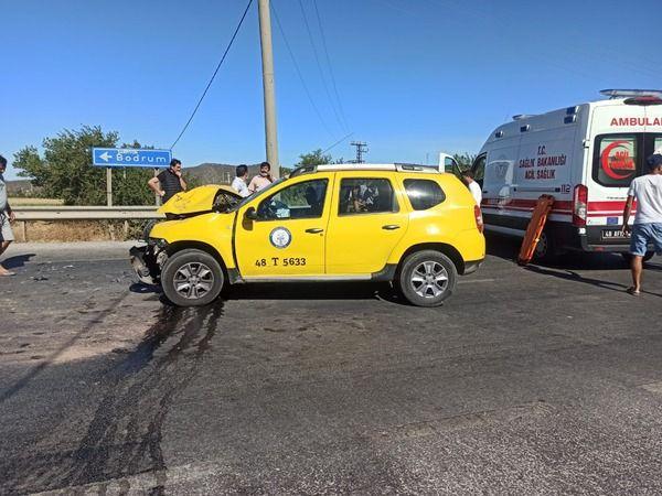 Dörttepe Kavşağı'nda kaza: 2 yaralı