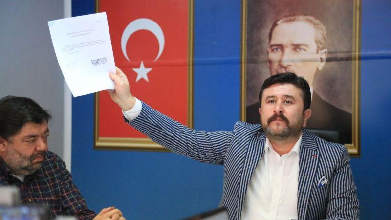 """AK Parti İlçe Başkanı Çelik:""""Bülent Mutlu kurtuluş reçetesi için kefen giydi"""""""