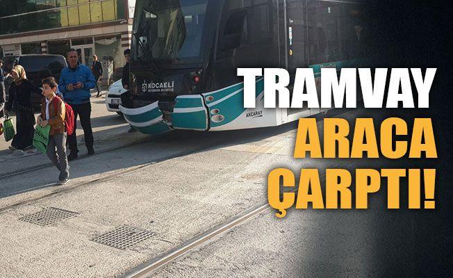 Tramvay, araca çarptı!