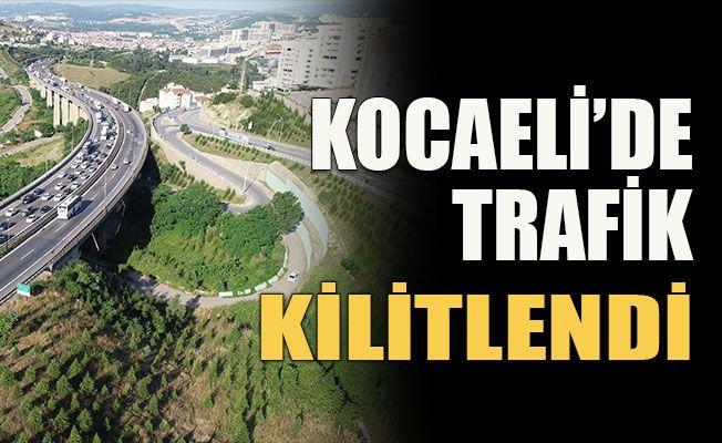 Kocaeli'de trafik kilitlendi