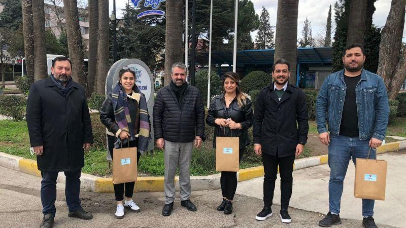 CHP'li gençlerden taksilere hijyen paketi!