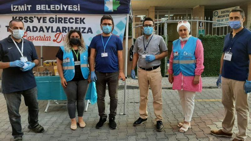 İzmit Belediyesi, KPSS adaylarına kek ve içecek dağıttı