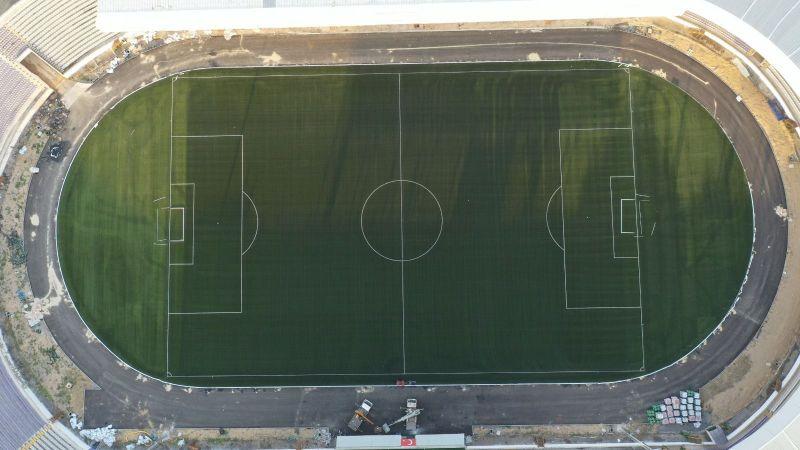 Gebze Stadı'nın çim halı zemini serildi