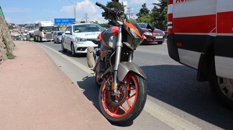 Motosiklet sürücüsü yola savruldu