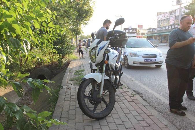 Yayaya çarpmamak için manevra yapan motosiklet devrildi: 2 yaralı