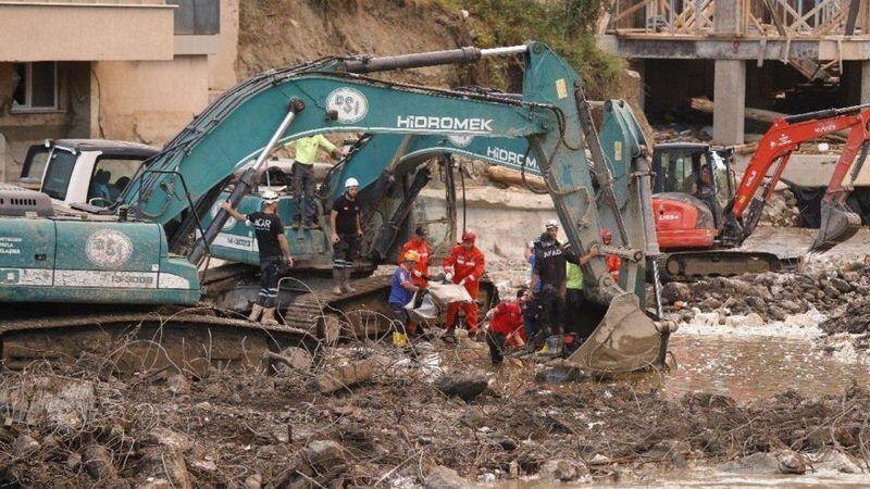 Sel felaketinden peş peşe acı haberler