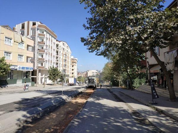 Gebze'deki önemli caddede üstyapı çalışması