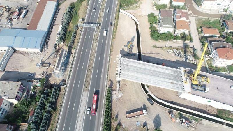 Otoyol Geçiş Köprüsü'nde  kirişler koyuluyor