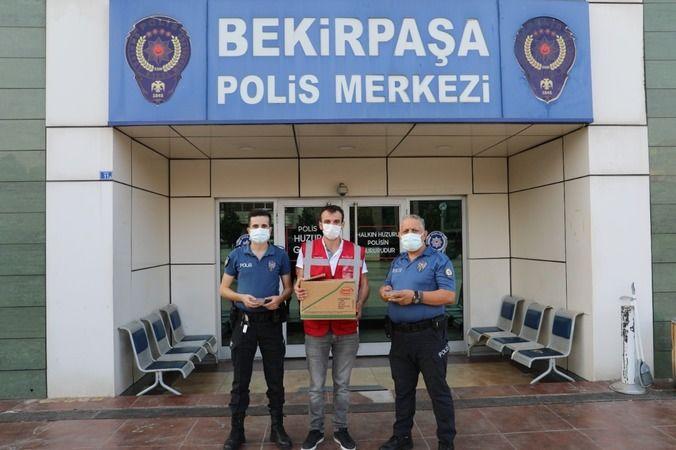 Sağlık çalışanları ve polislere aşure ikramı