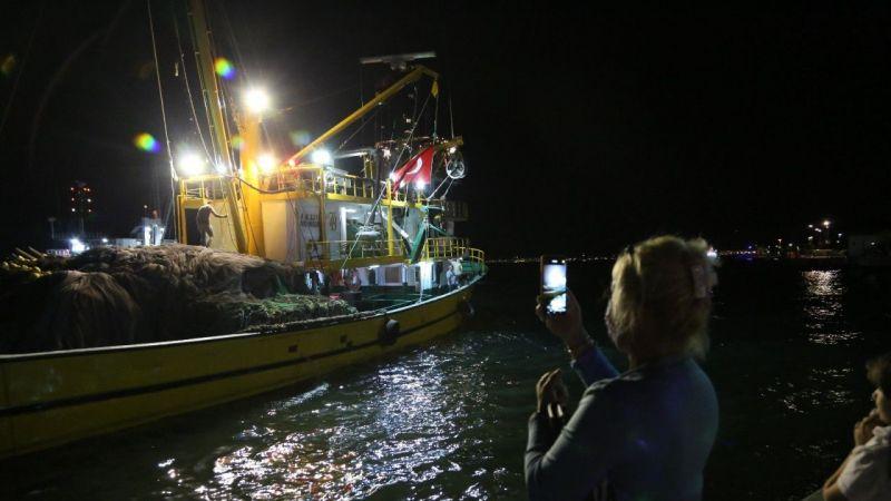 Balıkçılar havai fişek gösterisi ile 'Vira Bismillah' dedi