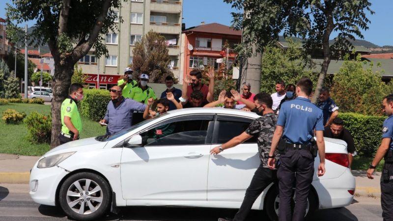 Dur ihtarına uymayan araçtan kaçak göçmen çıktı