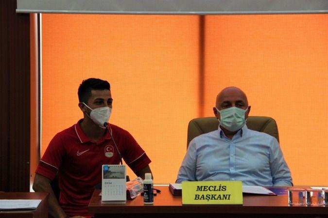 Olimpiyat ikincisi Eray Şamdan'a daire hediye ettiler