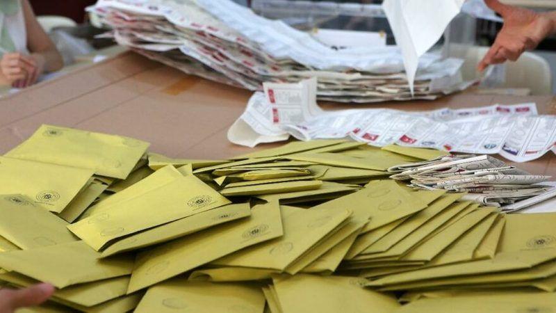 Yüzde 7 seçim barajını hangi partiler geçer?