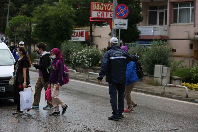 Büyükşehir okul önlerinde tüm önlemleri aldı