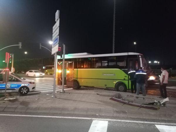 Tır ile yolcu otobüsü çarpıştı: 4 yaralı