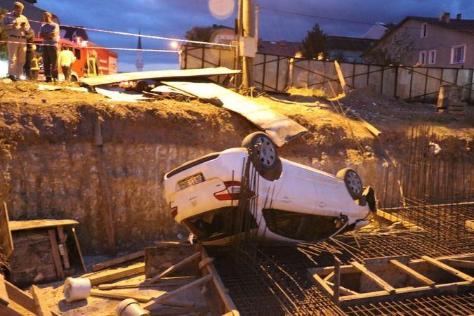 Otomobil inşaat temeline uçtu: Yaralılar var!