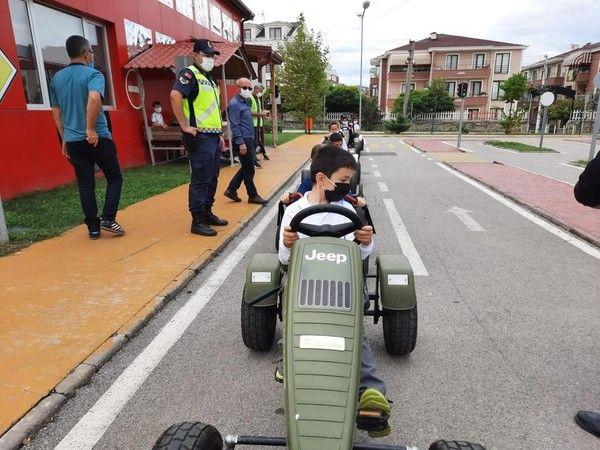 Jandarmadan öğrencilere uygulamalı trafik eğitimi