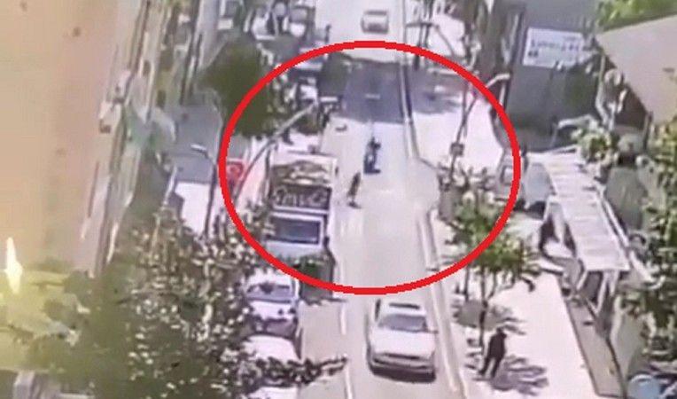 Koşarak yola atlayan kadına motosiklet çarptı