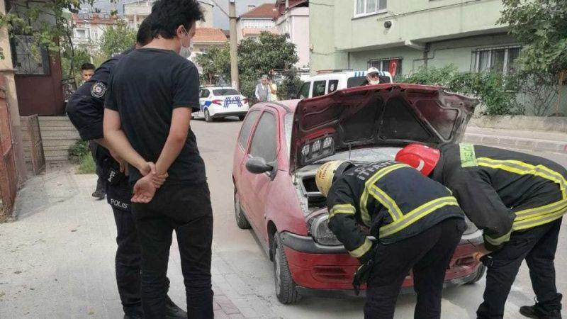 Kaza yapan otomobilden çıkan dumanlar korkuttu