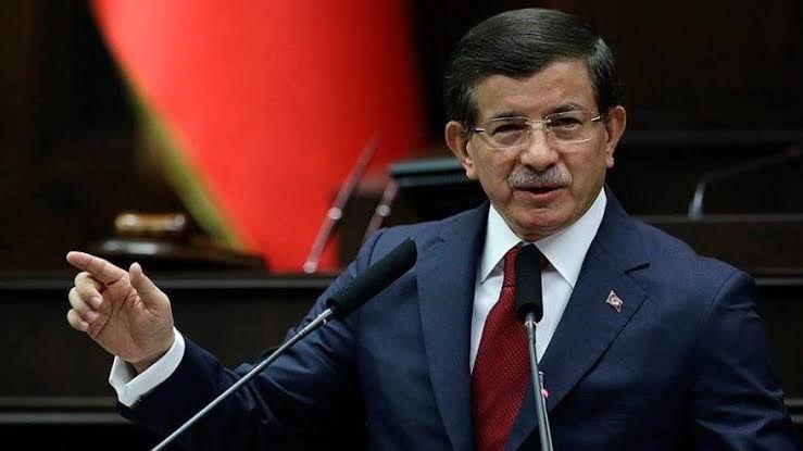 Davutoğlu'nun partisinin adını canlı yayında açıkladı!