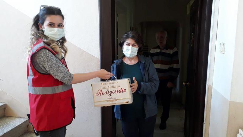 Kocaeli Haber - İzmit Belediyesi Çölyak Hastalarına Glutensiz Besin Paketi Hediye Etti