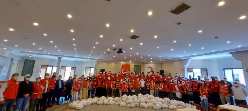 Kızılay 300 gönüllü ile 40 bin haneye şeker dağıttı