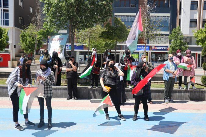 Filistinli öğrenciler ülkelerinde ölenler için gıyabi cenaze namazı kıldı
