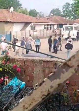 Silahlar ateşlendi, mahalleli kaçacak yer aradı