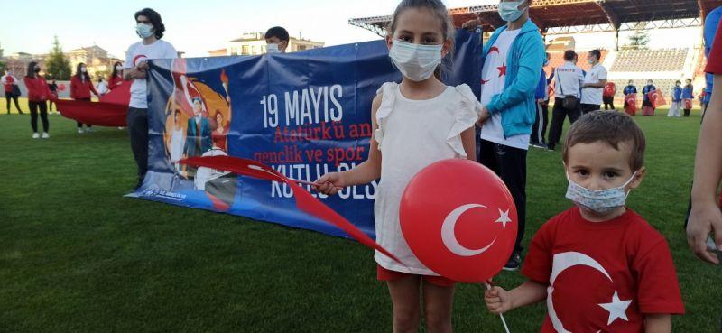 19 Mayıs coşkusunu stadyumda İstiklal Marşını okuyarak yaşadılar