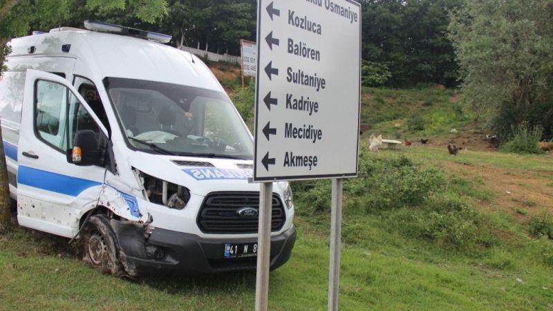 Hükümlü taşıyan ambulans kaza yaptı