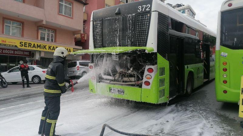Kocaeli Haber - Seyir Halindeki Belediye Otobüsünde Korkutan Yangın