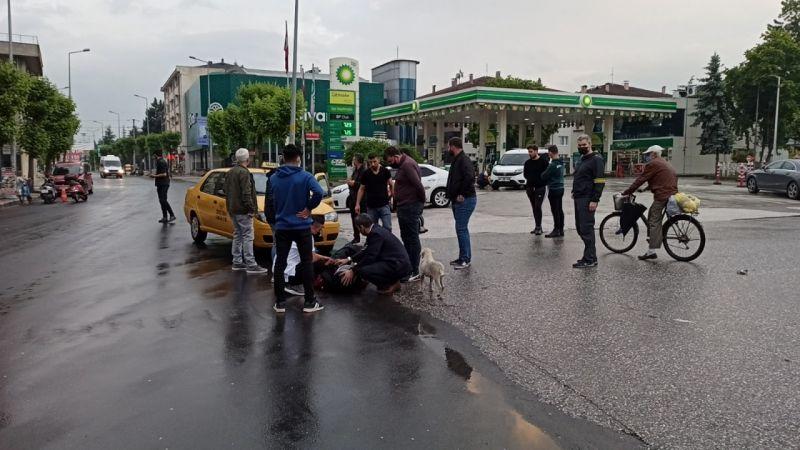 Ticari taksiyle motosiklet çarpıştı: 1 yaralı