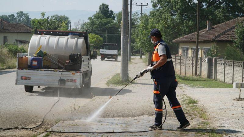 Parklar da dezenfektanlı sularla temizlendi