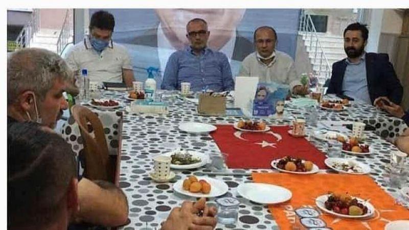 CHP'den Türk Bayrağı Üstünde Yemek Yenilmesine Tepki!