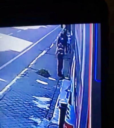 Kağıt toplayıcı kılığında hırsızlık kamerada