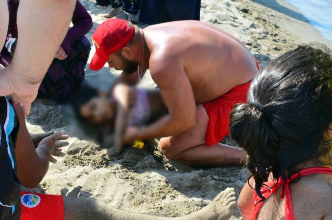 Boğulma tehlikesi geçiren küçük kızın imdadına cankurtaranlar yetişti