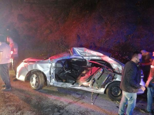 Otomobil ile servis minibüsü çarpıştı: 6 yaralı