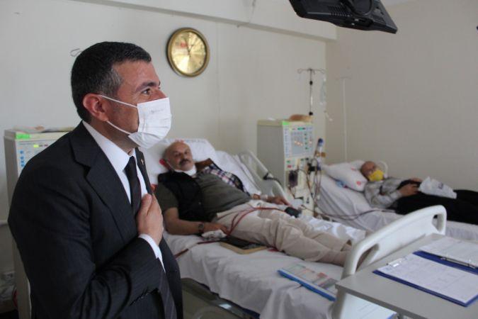 Vali Atay'dan diyaliz hastalarına moral ziyareti
