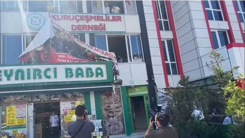 Hürriyet'e Protesto Afişini Büyükakın İndirtti