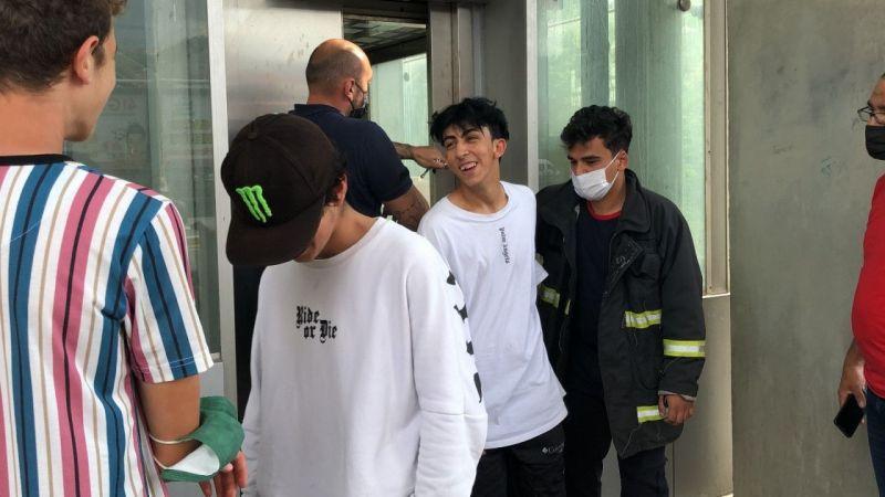 Kocaeli Haber - Asansörde Mahsur Kaldılar, Bir Saat Boyunca Kurtarılmayı Beklediler